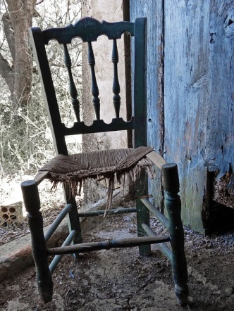 broken-chair-1077432_960_720